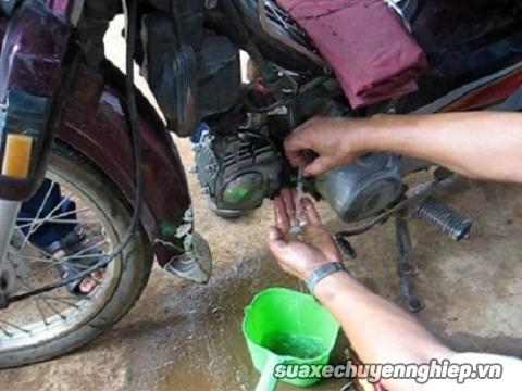 Xe máy không nổ do xăng pha nước và cách khắc phục - 3
