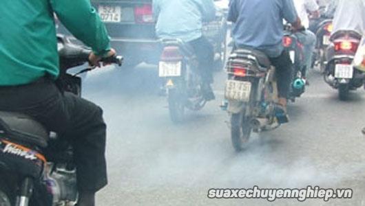 Xe máy xả khói ra màu vì lý do gì - 2