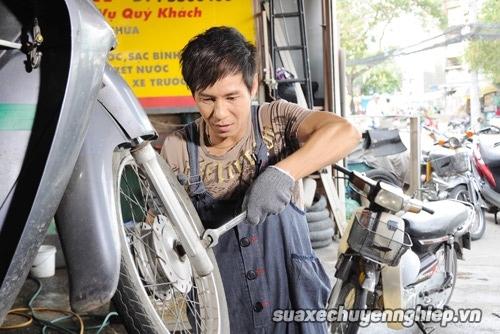 Cẩn thận với mánh rút tiền của thợ sửa xe máy - 1