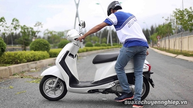 Cách khởi động xe máy vào mùa mưa lạnh - 2