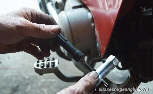Cẩm nang sửa xe máy hữu ích khi xe bị ngập nước - 8