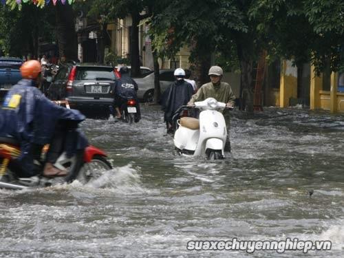 Cẩm nang sửa xe máy hữu ích khi xe bị ngập nước - 1