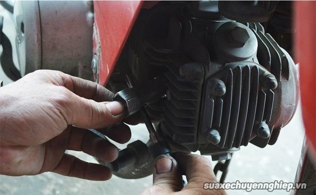 Cẩm nang sửa xe máy hữu ích khi xe bị ngập nước - 9