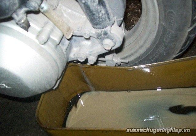 Cẩm nang sửa xe máy hữu ích khi xe bị ngập nước - 2