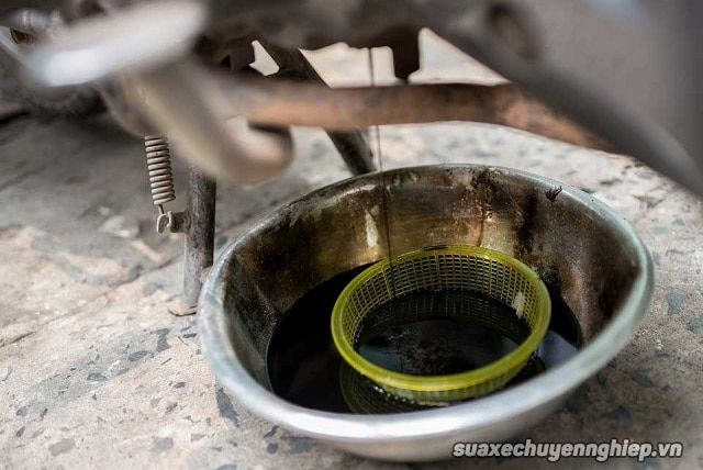 Nguyên nhân xe máy ăn nhớt và cách sửa chữa - 3