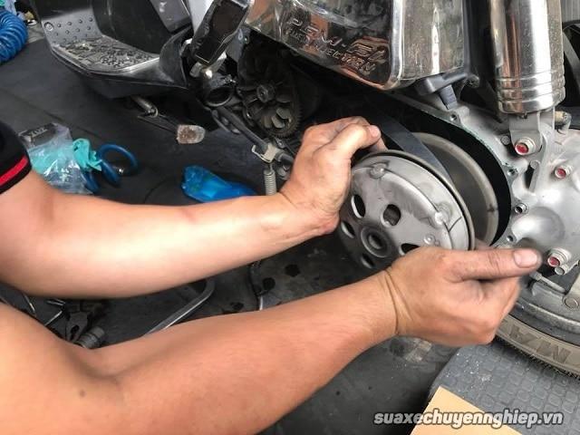 Xe tay ga bị giật khi tăng tốc phải làm sao - 2