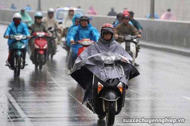 Cần lưu ý những gì để chạy xe máy an toàn trong mùa mưa - 5