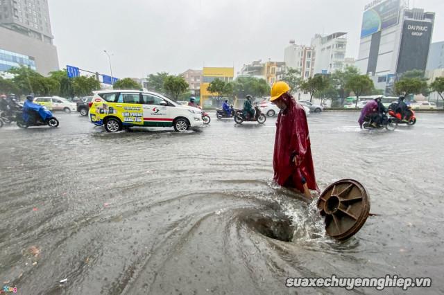 Cần lưu ý những gì để chạy xe máy an toàn trong mùa mưa - 6