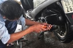 """Cẩn thận với mánh """"rút tiền"""" của thợ sửa xe máy"""