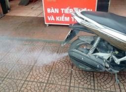 Xe máy xả khói ra màu vì lý do gì?