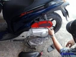 Giá thay lọc gió xe máy tại TPHCM bao nhiêu hợp lý?